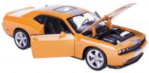 `12 DODGE CHALLENGER SRT METAL WELLY 1:24 POMARA