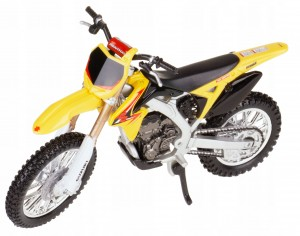 SUZUKI RM-Z450 MODEL METALOWY BBURAGO 1:18 CROSS